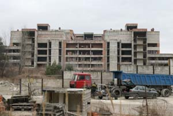 V areáli nedokončenej univerzitnej nemocnice v lokalite Rázsochy v okrajovej štvrti Lamač by mohla vzniknúť nová Univerzitná nemocnica s významom pre celé Slovensko.