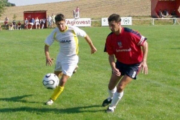 V súboji Peter Kováč (vľavo) a domáci Miro Petrúfka v zápase Rybky - Hlboké.