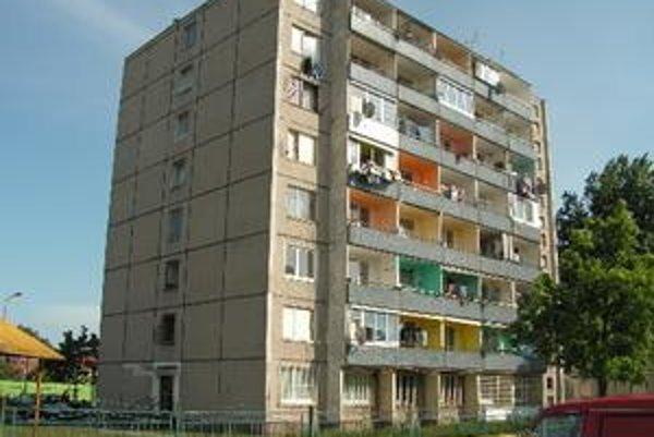 V bytovom dome na Skuteckého ulici je najviac neplatičov v meste.