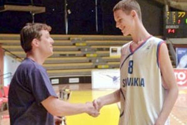 Len šestnásťročný basketbalista mieri do Španielska.