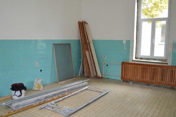 Začiatok budovania nových nadštandardných izieb.