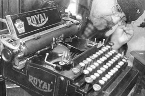 Na výstave si mohli návštevníci pozrieť a vyskúšať okolo 30 mechanických písacích strojov.