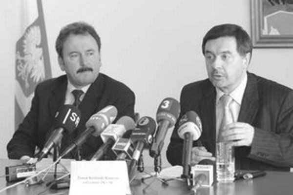 """Poľský veľvyslanec Zenon Kosiniak-Kamysz (na snímke vpravo) je prekvapený a nechápe námietky Slovenska k registrácii syra """"oscypek"""" v Európskej únii."""