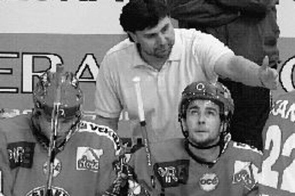 Tréner a manažér hokejovej Slavie Praha Vladimír Růžička (43 r.) sa v play off českej extraligy možno vráti na ľad ako hráč.
