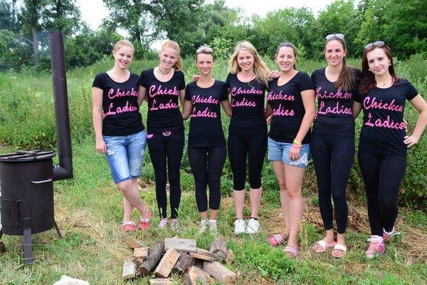 Chicken Ladies - víťazky súťaže vo varení guláša.