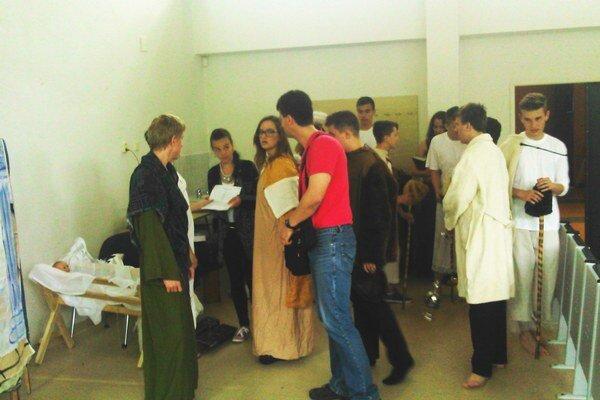 Anglický tím Jazykového kvetu so svojím učiteľom.