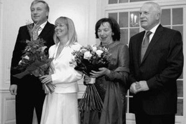 Predseda ODS Mirek Topolánek a prezident Václav Klaus s manželkami.