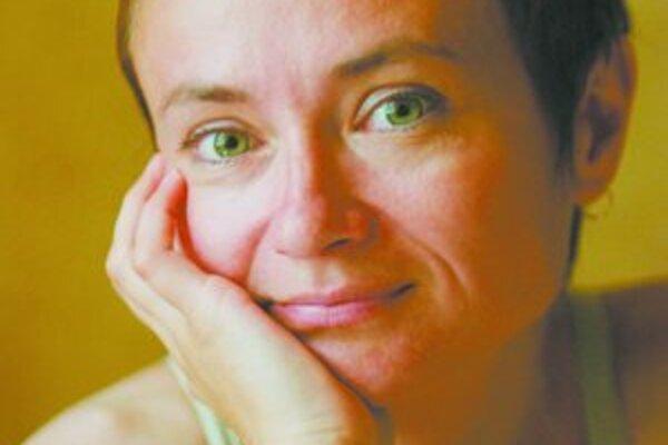 Ingrid Hrubaničová sa narodila 3. 5. 1965 v Michalovciach. Vyštudovala slovenčinu a literatúru s dejepisom na Filozofickej fakulte UPJŠ v Prešove. V rokoch 1988 až 1997 pracovala v JÚĽŠ SAV v Bratislave. Bola jednou zo zakladajúcich členov divadla Stoka,