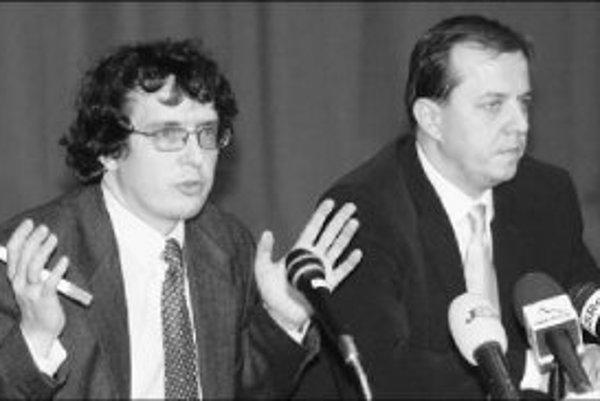 Richard Rybníček (vpravo) výsledky auditu nechce komentovať lebo ich nevidel. Marcel Para (vľavo) sa odmieta k svojmu pôsobeniu v STV akokoľvek vyjadrovať.