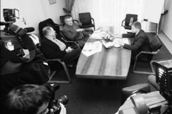 Lídri koalície včera zamietli úvahu predsedu SNS Jána Slotu, ktorý nahlas uvažoval o pozvaní KDH za štvrtého koaličného partnera.