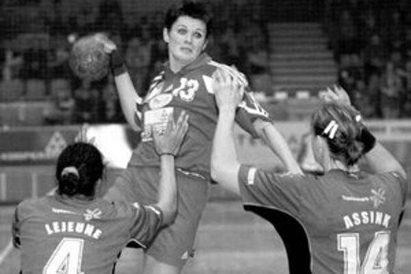 Hádzanárky Dusla Šaľa sa v dnešnej odvete PVP s dánskym GOG Gudme budú spoliehať aj na góly Andrey Šalatovej (vo výskoku počas súboja s dánskym Viborgom).