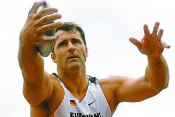 Nemecký diskár Lars Riedel vymeškal až päť dopingových kontrol.