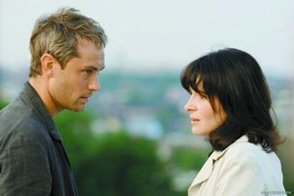 Juliette Binochová a Jude Law.