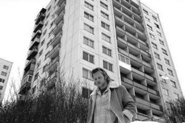 V nájomných bytoch v súčasnosti býva asi 60–tisíc ľudí.