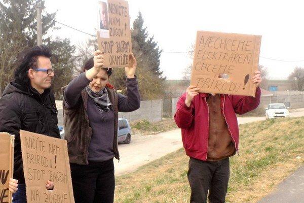 Protesty na Zúgove pokračujú.