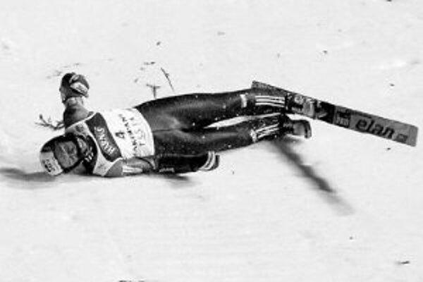 Stav zraneného skokana na lyžiach Jana Mazocha (spadol na mostíku v Zakopanom) sa nezhoršil, do Prahy by ho mali previezť o štyri až päť dní.