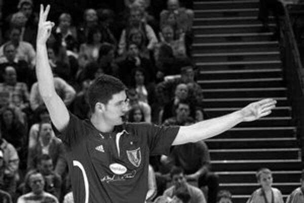 Peter Brunovský a Vladimír Čanda (dole) už vedia, ako chutí rozhodovanie na vrcholnom fóre. Na MS v Nemecku rozhodovali štyri zápasy.