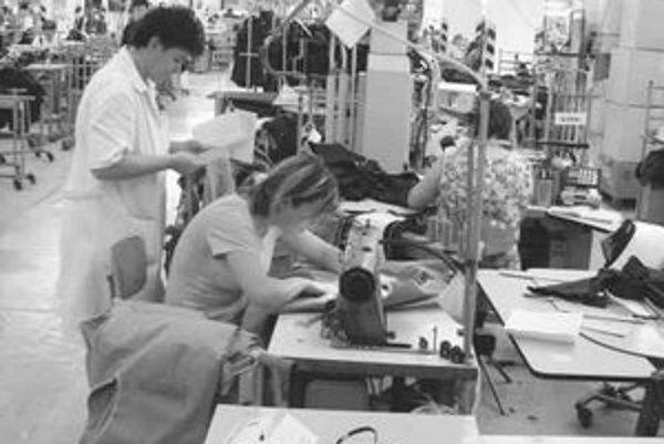Vedenie spoločnosti Ozeta Neo zrušilo spolu 870 pracovných miest v závode v Trenčíne a v prevádzke v Skalici. Jedným z dôvodov je strata odberateľov.