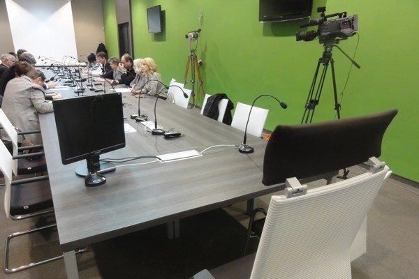 Od komunálnych volieb je kreslo primátora na rokovaniach zastupiteľstva prázdne.