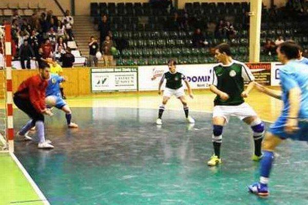 Ilustračný záber z jedného z predchádzajúcich zápasov MFK TW - Čekan hraného v Nových Zámkoch.
