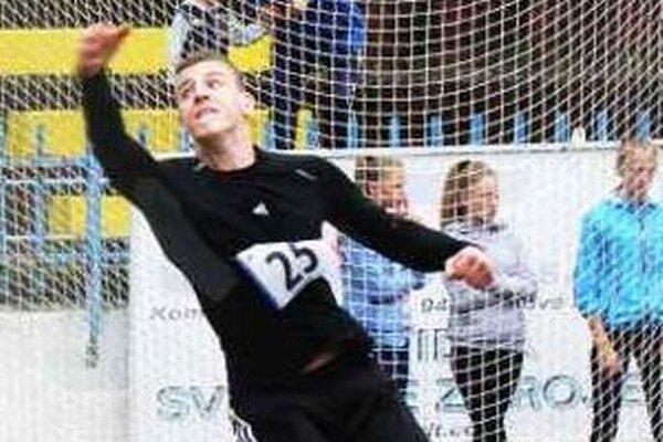 Štefan Hruboň pri svojom pokuse v hode diskom. Jeho najdlhší (45,19) stačil na tretie miesto v súťaži.