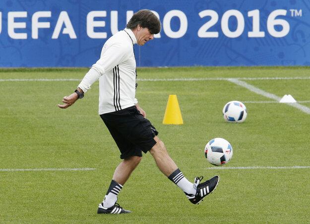 Na štvrtkovom tréningu Nemecka aj Joachim Löw ukázal svoje schopnosti.