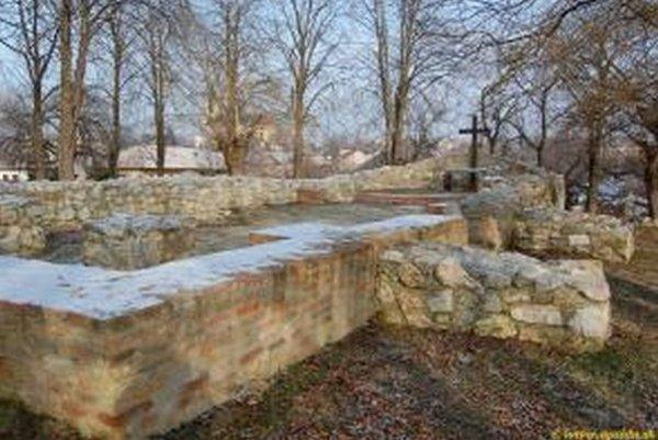 V obci Svodín, časť Maďarský Svodín, stával románsky kostol sv. Michala z 1. polovice 13. storočia.