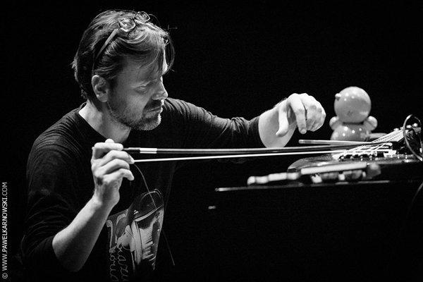 Autorom CDextra Various comprovisations je Július Fujak.