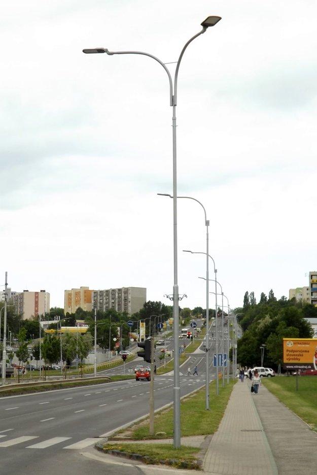 Osvetlenie vymenili aj na Hviezdoslavovej triede.