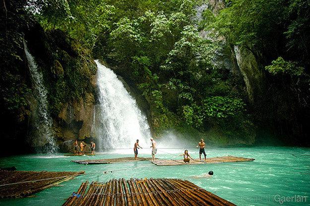 Vodopády Kawasan na filipínskom ostrove Cebu sú gýčovito krásne.