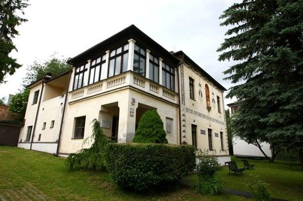 Rodinná vila Skuteckých, dnes sídlo Stredoslovenskej galérie.