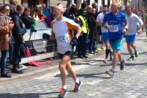 Ján Hazucha na trati krakovského maratónu.