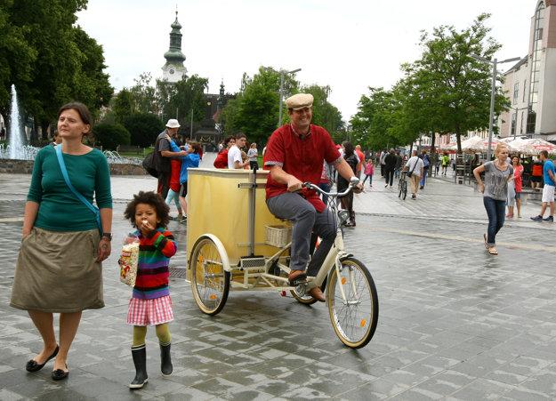 Na 3cykli si dnes zajazdil aj riaditeľ smetiarskej firmy Jozef Pivka. (Zdroj: Ján Krošlák)