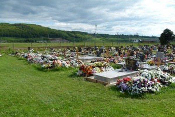 Voľných hrobových miest je už málo.