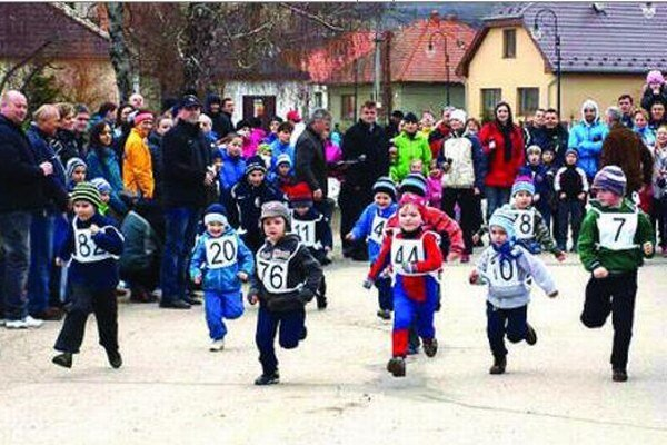 V Hostí bežali aj predškoláci.