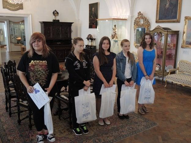 Ocenení žiaci základných škôl a nižších ročníkov osemročných gymnázií.