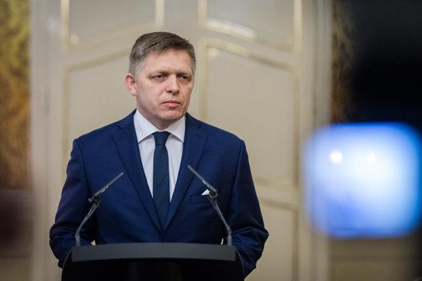 Premiér Robert Fico stále býva v byte, ktorý postavil podnikateľ Ladislav Bašternák, ktorý je podozrivý z daňových podvodov.