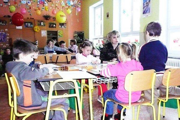Aj malé obce chcú ďalej zapisovať nových žiakov doma.