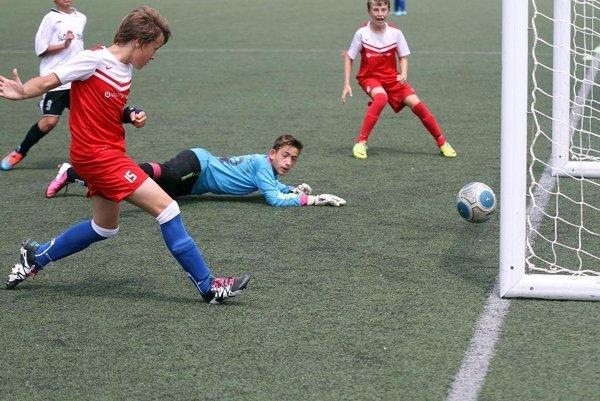 Na záverečnom turnaji sa predstavilo viac ako dvesto detí z 19 klubov, hrala sa naraz na štyroch ihriskách. Momentka je z osemfinále V. Zálužie – Zbehy.