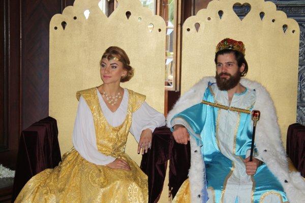 Kráľ a kráľovná z rozprávky Popoluška.