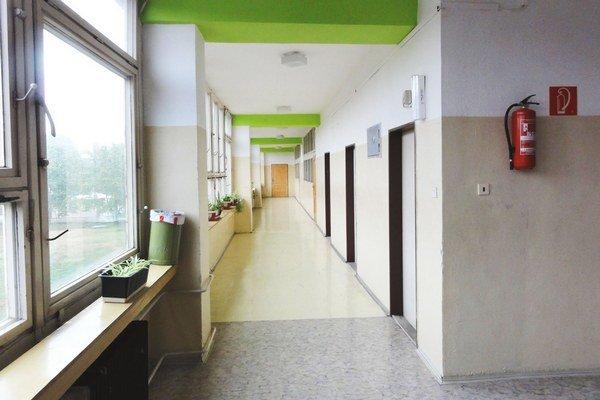Základná škola na Mostnej ulici. Celý trakt je prázny. Rekonštrukcia na škôlku sa ešte nezačala.