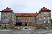 Holíčsky zámok bol kedysi letné sídlo Habsburgovcov, dnes patrí mestu.