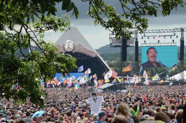 Glastonbury vyzývalo návštevníkov, aby si vybavili hlasovanie na diaľku.