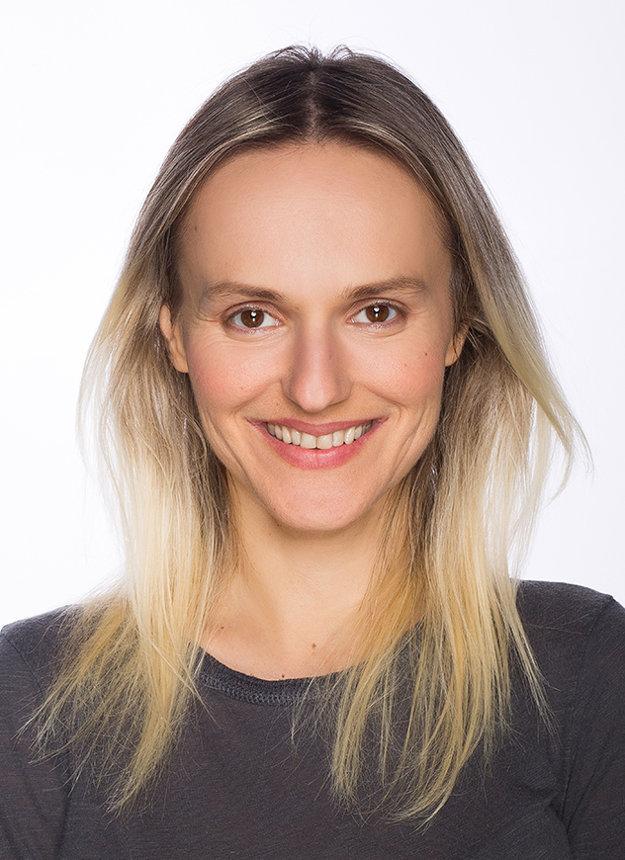 Henrieta Jančišinová je herečkou Starého divadla.
