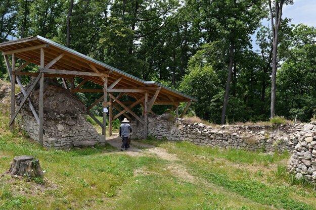 V tejto sezóne opravia aj hlavnú vstupné bránu Dolného hradu.