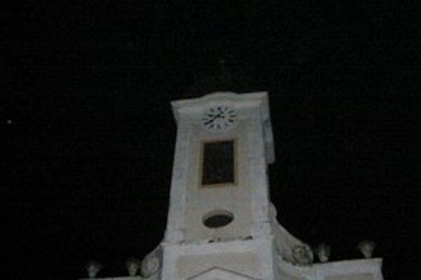 Veža zostala bez kríža.