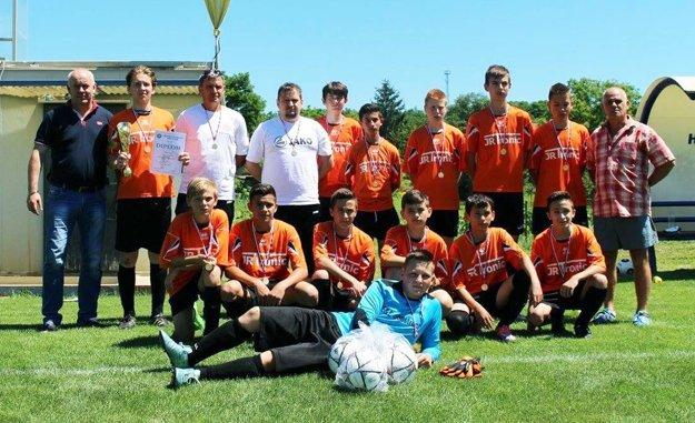 Žiaci Výčap-Opatoviec vyhrali svoju skupinu B, vo finále oblasti im patrí 2. miesto.
