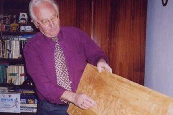 Autor so svojím dielom.