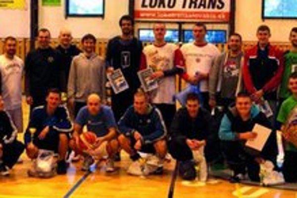 Spoločná fotografia všetkých účastníkov Všetci sa už tešia na ďalší turnaj.