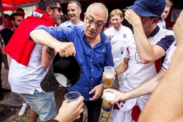 Pivo jednoducho Angličania milujú.